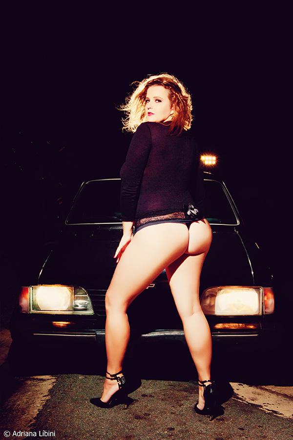 Editorial Sexy Night Fever com Renata Poskus blogueira plus size