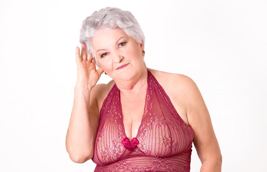 senhora de lingerie 12