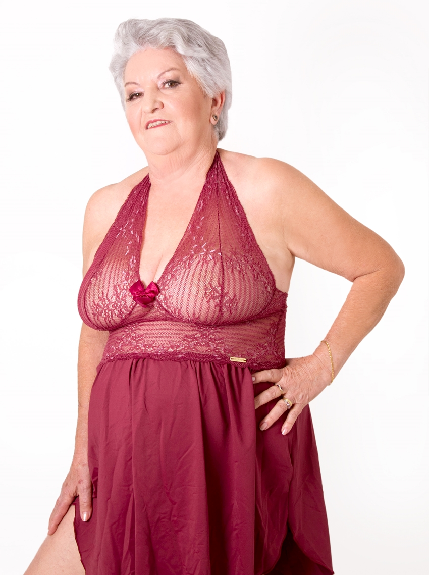 senhora de lingerie 13