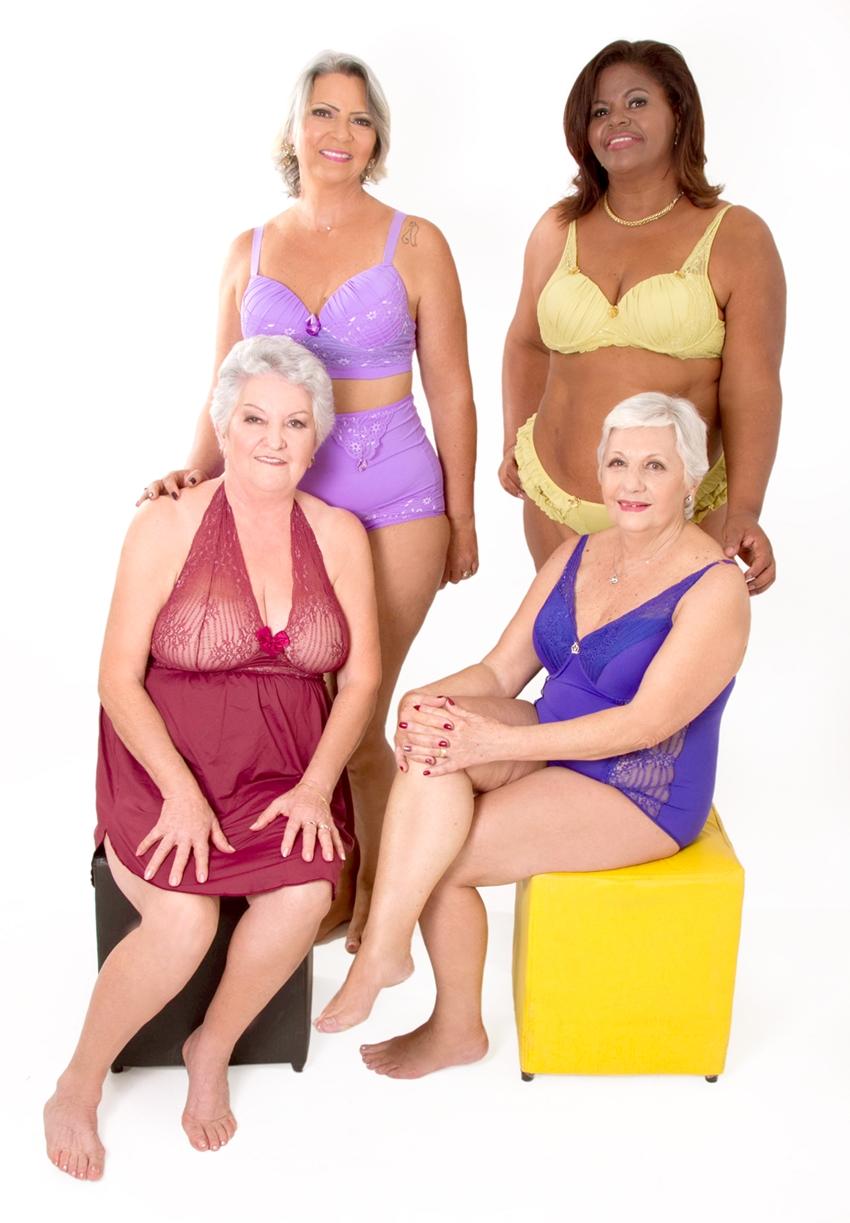 senhora de lingerie 20