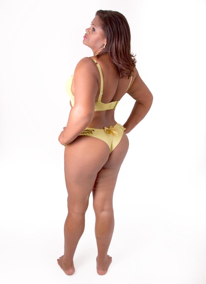 senhora de lingerie 4