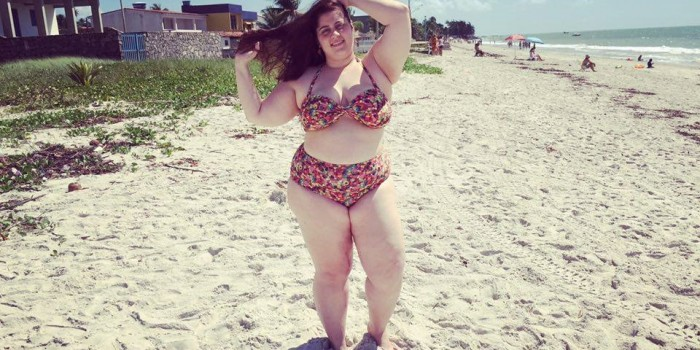 banner mulherão na praia