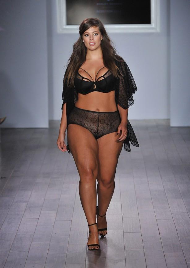 modelo plus size de lingerie