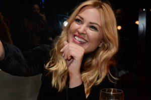Justine-Legault-coquetel-elegance-plus-size-renata-poskus-blog-mulherao