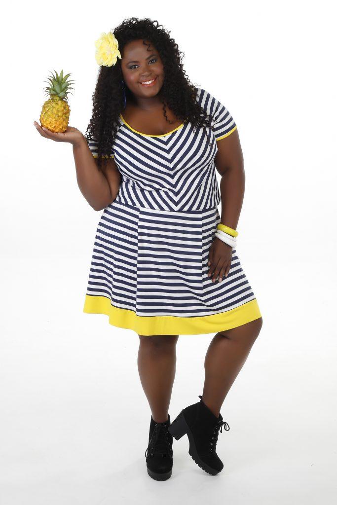 vestido-plus-size-com-listras-maria-abacaxita