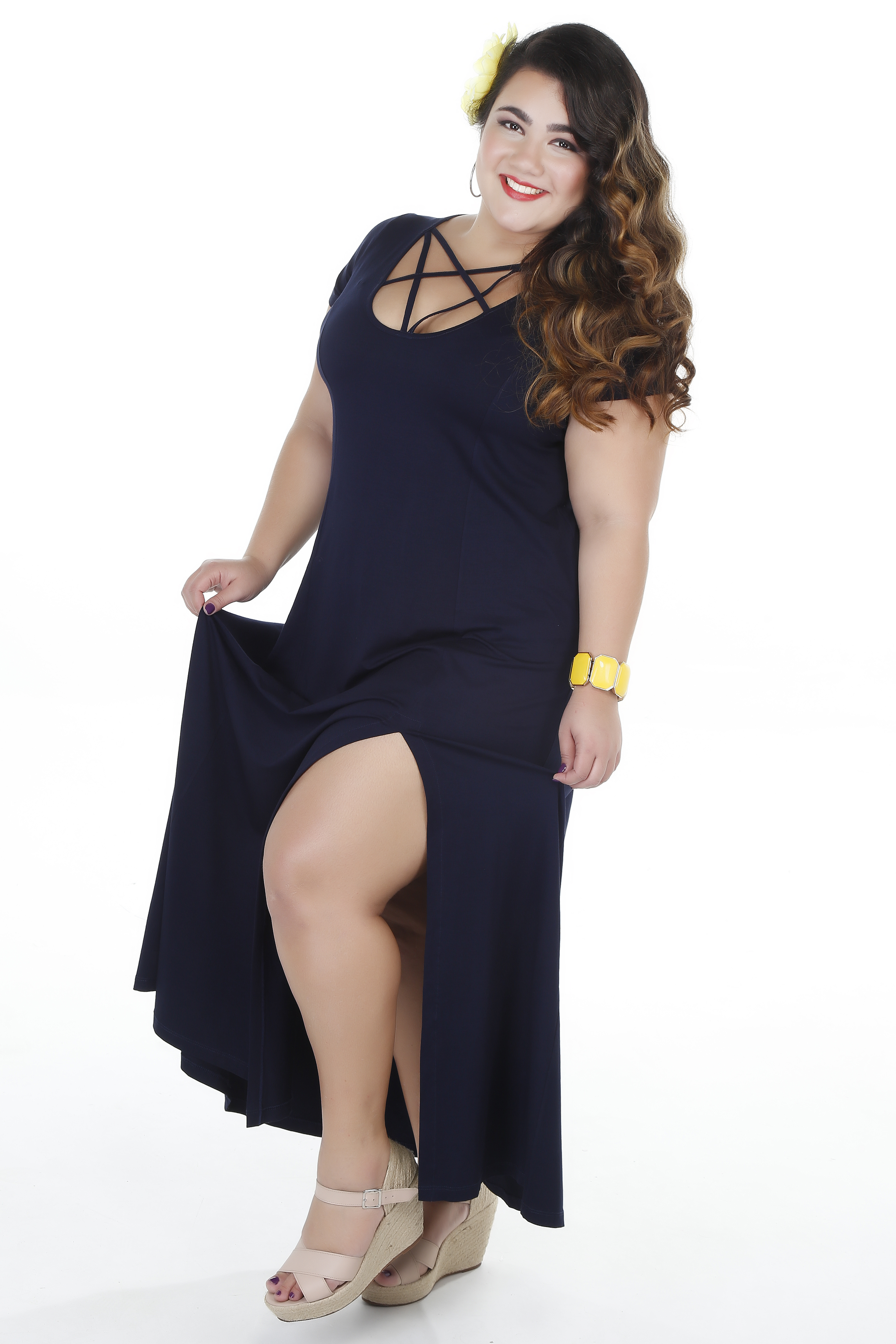 vestido-plus-size-longo-com-fenda-e-decote-maria-abacaxita