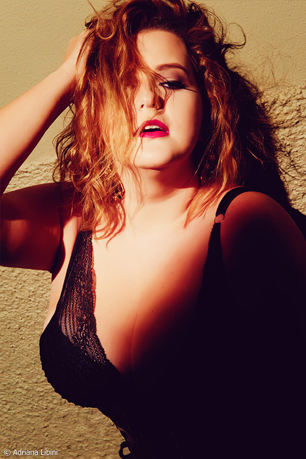 Editorial Sexy Night Fever com Renata Poskus do Blog Mulherão