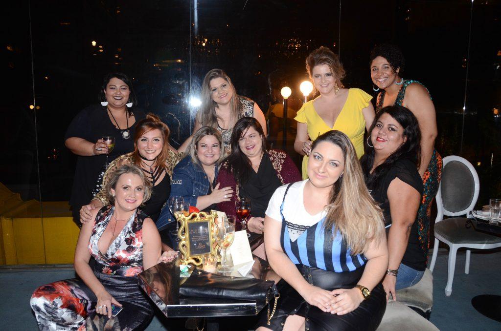 blogueiras-plus-size-coquetel-elegance-plus-size-renata-poskus-blog-mulherao