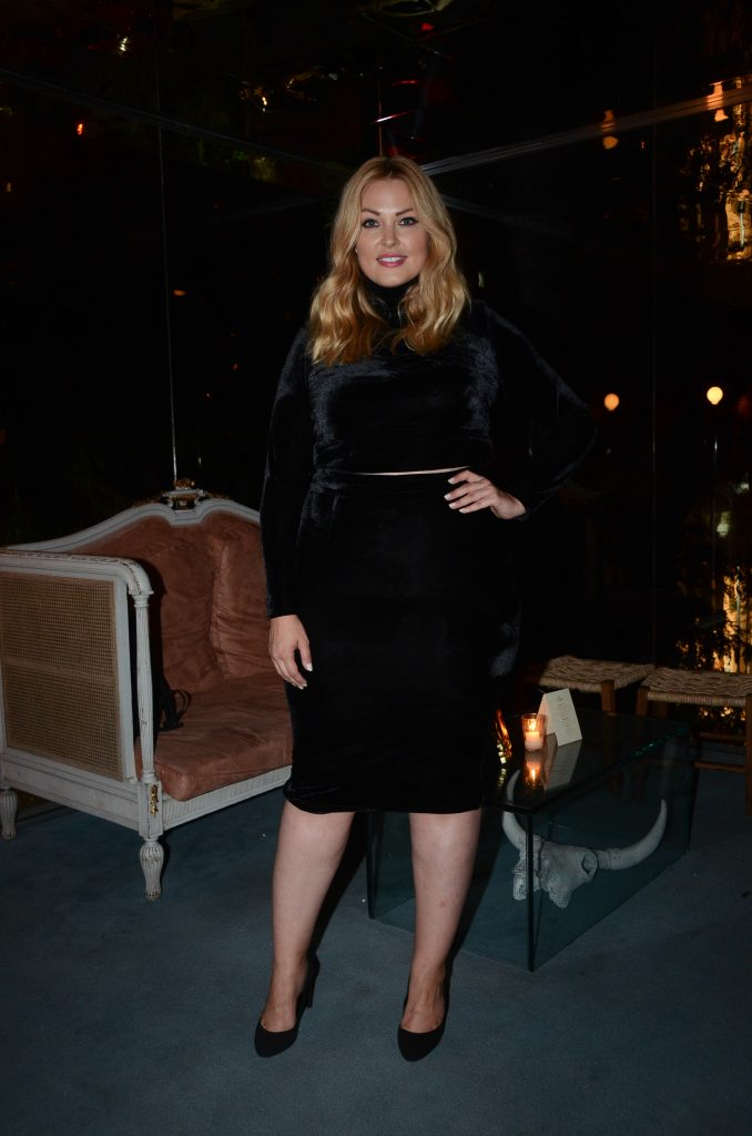 Justine-LeGault-elegance-plus-size-look-de-veludo