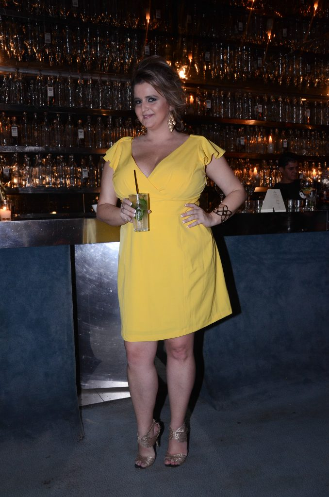 Renata-Poskus-vestido-amarelo-plus-size-coquetel-lelegance-justine-legault
