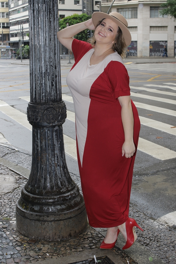 Renata Poskus plus size incluencer vestido vermelho